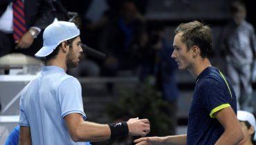Медведев победил Хачанова в поединке группового этапа молодежного итогового турнира АТР