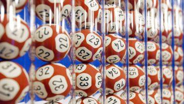 Пенсионерка отдала экстрасенсу 2 млн рублей ради выигрыша в лотерею