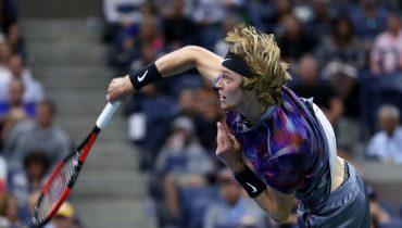 Теннисист Андрей Рублев вышел в 1/4 финала турнира в Дохе