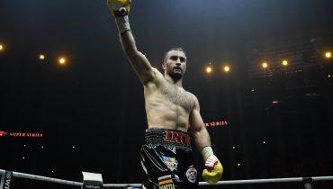 Мурат Гассиев сразится с Александром Усиком в финале Всемирной боксерской серии
