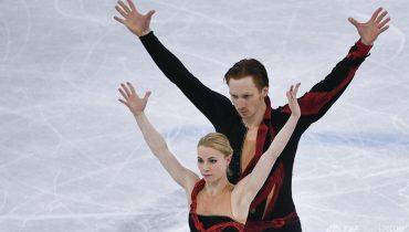 Евгения Тарасова и Владимир Морозов идут вторыми после короткой программы в турнире спортивных пар