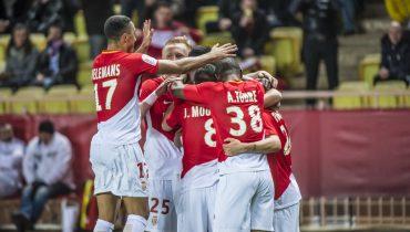 «Монако» в меньшинстве победил «Лион», отыгравшись с 0:2