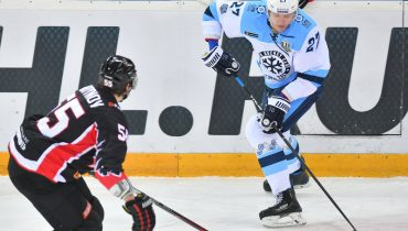 «Сибирь» по буллитам переиграла «Авангард» в «сибирском дерби»