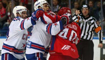 «Локомотив» проиграл СКА в Ярославле и загнал себя в угол, а зрители увидели самый жесткий бой этого сезона