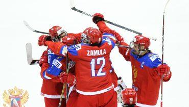 Сборная России сразится с американцами в 1/4 финала ЮЧМ по хоккею