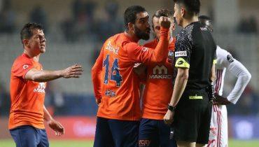 Арду Турана дисквалифицировали на 16 матчей за атаку судьи