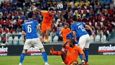 Голландцы отскочили от Италии благодаря голу Аке
