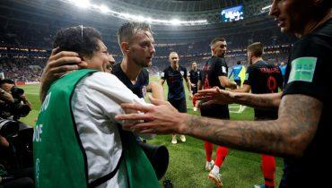 Хорваты пригласили в гости фотографа, пострадавшего в игре со сборной Англии