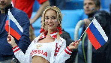 ФИФА недовольна интересом телекомпаний к красивым болельщицам