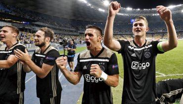 «Аякс» заработал путевку в группу Лиги чемпионов, отправив киевское «Динамо» в Лигу Европы