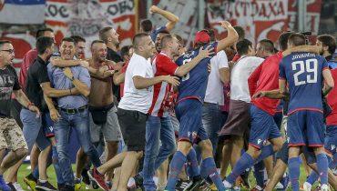 Фанаты «Црвены Звезды» раздели своих футболистов догола