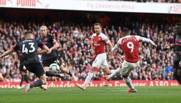 «Арсенал» обыграл «Эвертон», добивал «ирисок» Обамеянг из офсайда