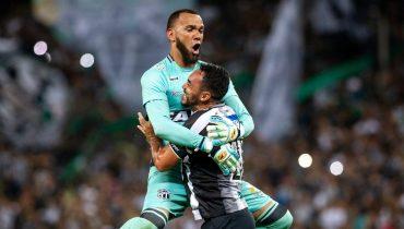 В Бразилии вратарь вспомнил о Рожерио Сени и забил в девятку прямым ударом со штрафного