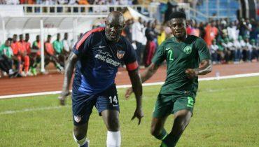 Президент Либерии Веа сыграл в товарищеском матче против нигерийцев