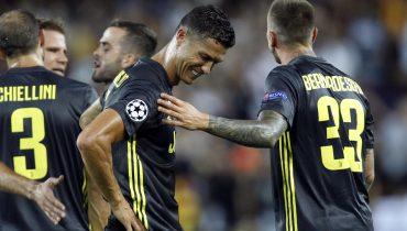 В игре «Ювентуса» и «Валенсии» судья поставил три пенальти и удалил Роналду