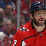 Овечкин получил в лицо клюшкой от игрока «Нью-Джерси». Форвард ответил хет-триком